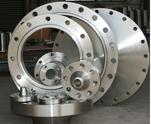 ASTM A105 flanges in various types